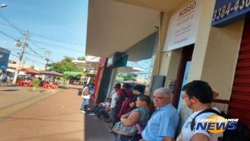 Público faz fila na Caixa para sacar FGTS desde o início da manhã