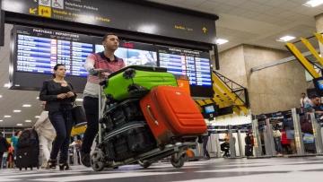 Justiça concede liminar que suspende cobrança extra por despacho de bagagem
