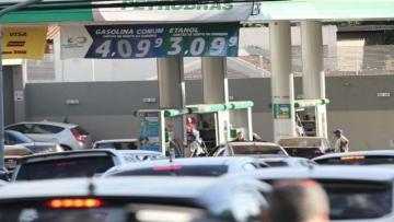 Preço da gasolina continua caindo e litro chega a R$ 4,09 na Capital