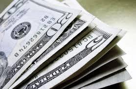 Dólar cai mesmo com tensões após TCU rejeitar contas do governo