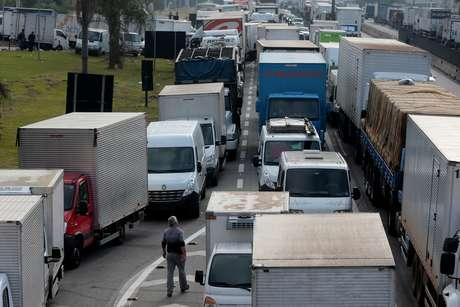 Após reunião, caminhoneiros descartam ameaça de greve
