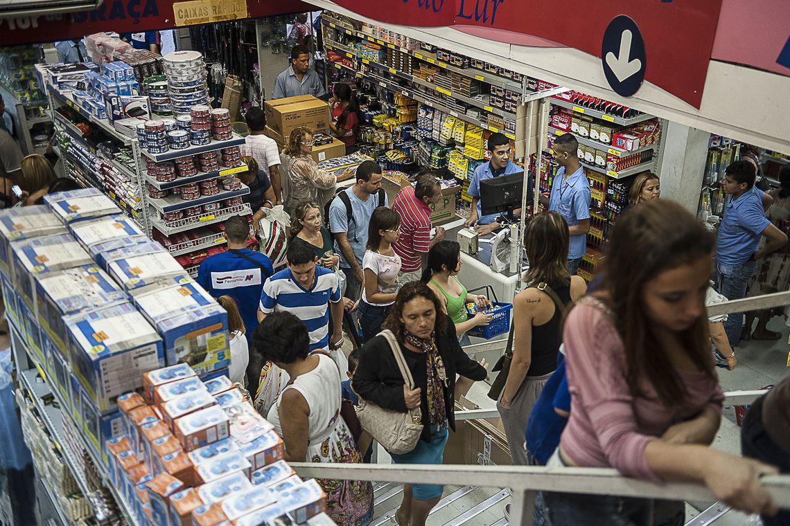 Comércio varejista cresce 0,1% em junho; acumulado no ano é 0,6%