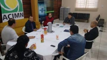 Implantação das Lojas Franca é discutida em reunião na Associação Comercial de Mundo Novo