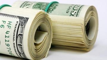 Mesmo com aumento no IOF, viajar com dinheiro em espécie é mais econômico