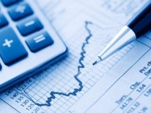 Economistas do mercado veem mais inflação e contração menor do PIB