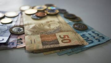 Brasileiros já pagaram este ano R$ 1 trilhão em impostos e taxas