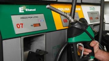 Preço médio da gasolina cai em 12 estados e no DF na semana, diz ANP
