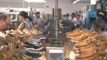 Setor de calçados amplia oferta de vagas com alta do dólar e exportações