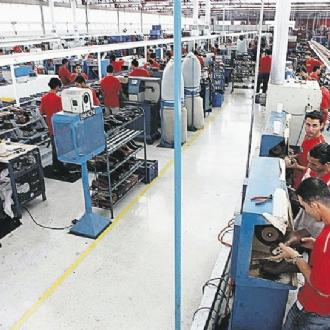 Confiança da indústria sobe em novembro, aponta FGV