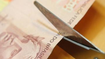 Banco Central reduz Selic para 13% ao ano e surprende o mercado