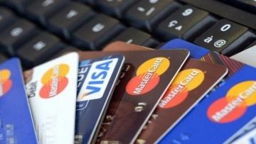 Taxa média de juros do cartão cai para 441,76% ao ano em janeiro, diz Anefac